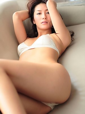 Beautiful gravure idol with her delicious pink skin in lingerie